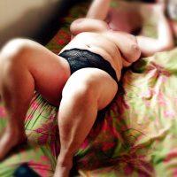 Sexe anal avec une vieille chaude ronde à Toulon