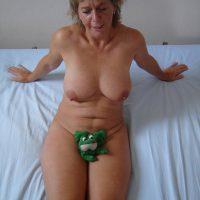 Colette juste une mamie salope avide de sexe