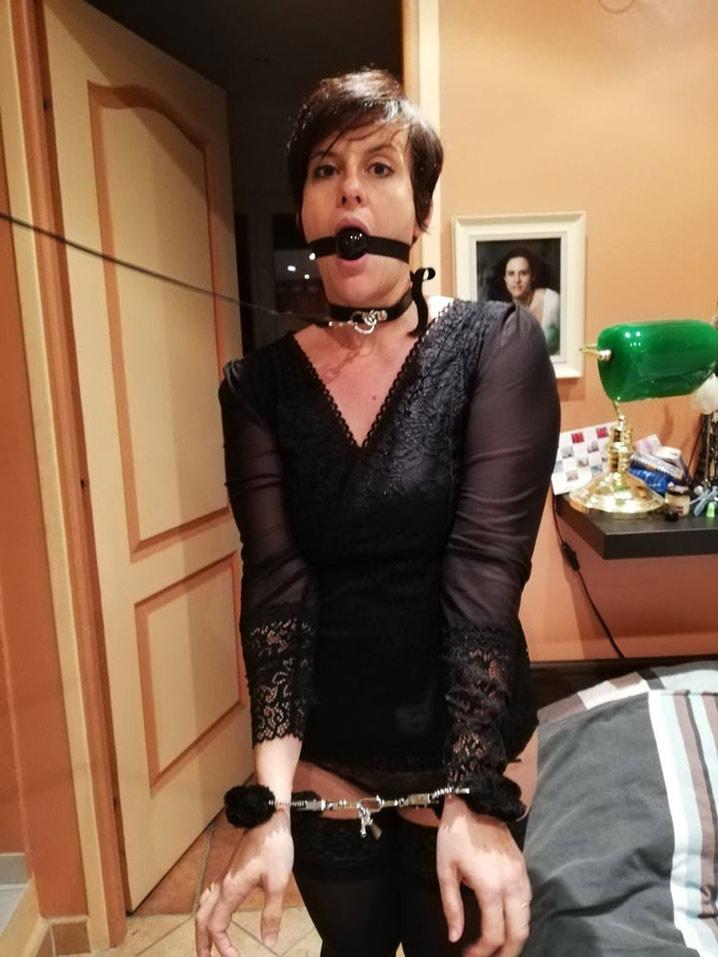 eliane femme soumise veut punition sexuelle