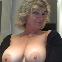 Barbara, bbw blonde veut du sperme sur les miches