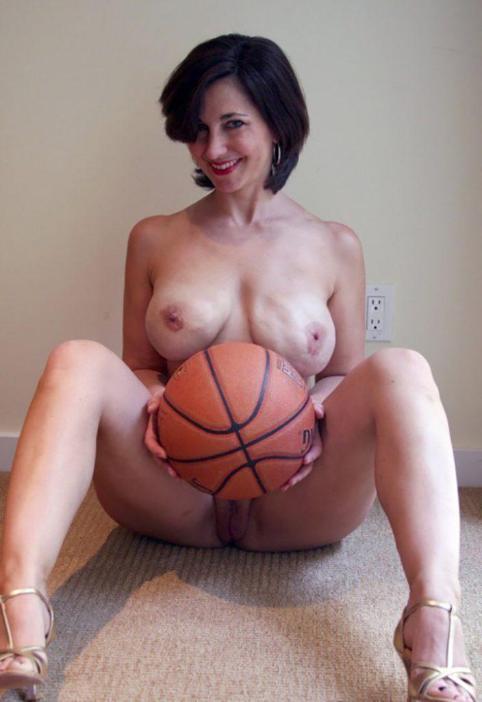 beatrice superbe MILF envie baiser basketteur