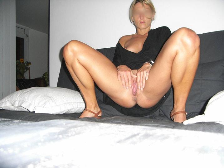 Maman blonde célib à enculer